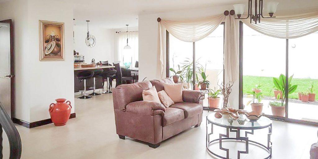 Hermosa casa en Condominio Albacete Cartago